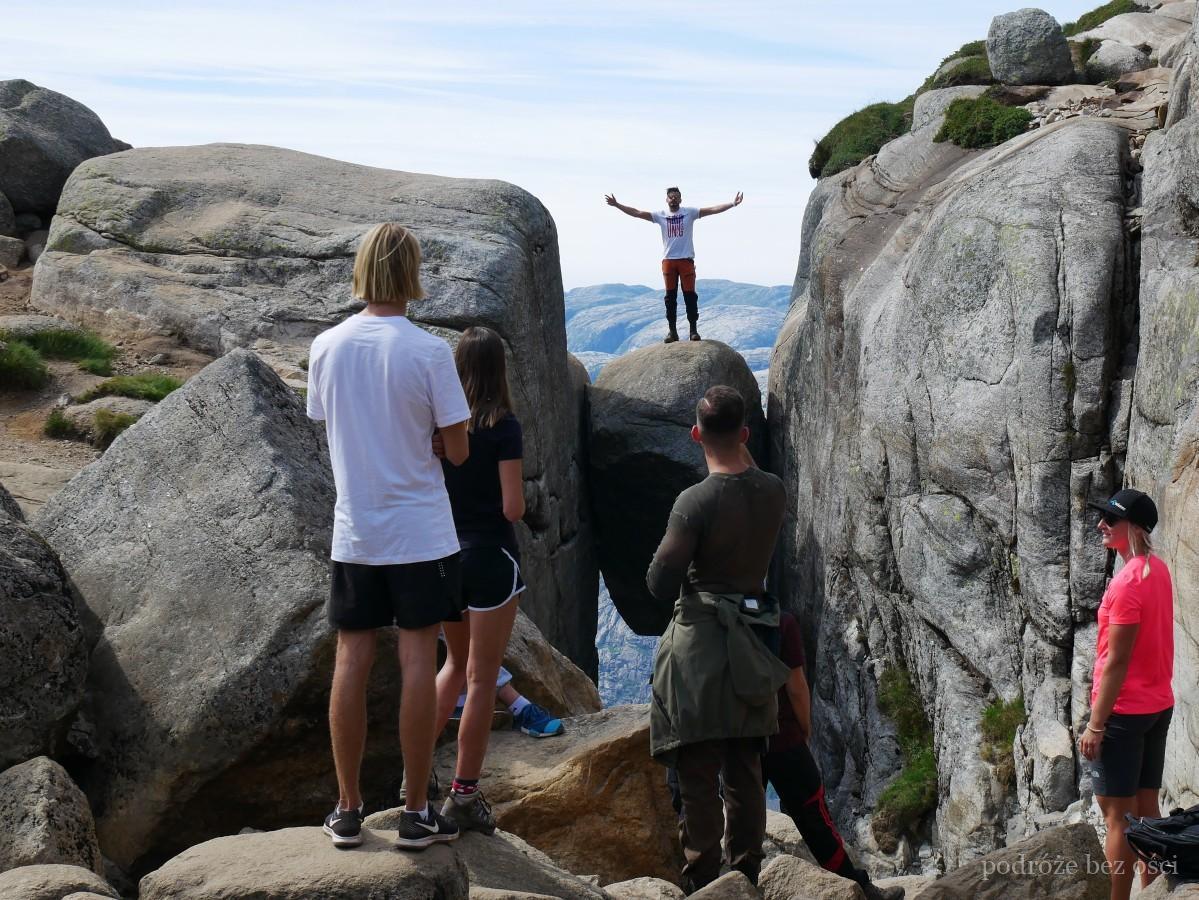 kjeragbolten famosa escala piedra glaz caminata de noruega kjerag bolten